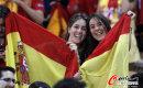 球迷助阵国足与西班牙热身赛
