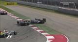 图文-F1美国站正式比赛 苏蒂尔与佩雷兹引发撞车