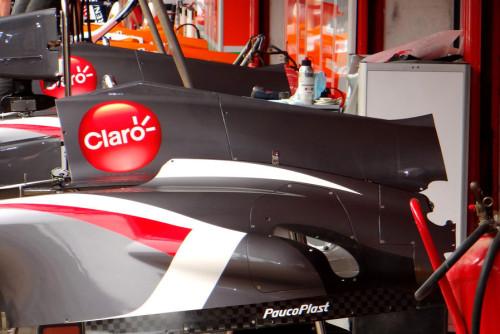 图文-F1车队紧张备战西班牙站 索伯C32的套件