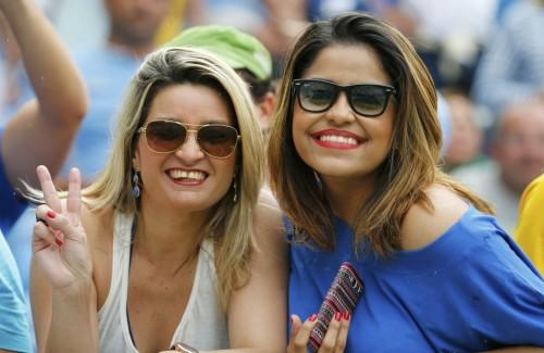 高清图-意大利乌拉圭球迷PK