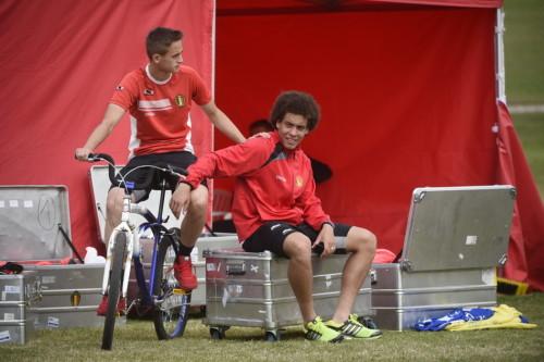 高清图-比利时队骑自行车训练