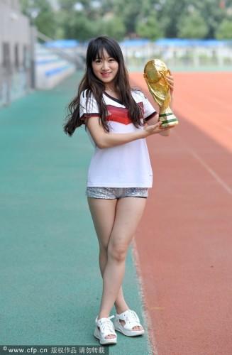 高清图-足球宝贝拍摄校园写真力助德国夺冠