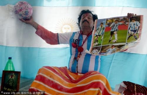 高清图-印度祭司作法祝阿根廷夺冠