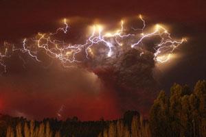 金奖:闪电遇到火山