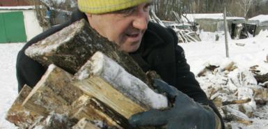 俄乌天然气争端致欧洲部分居民砍树烧柴取暖