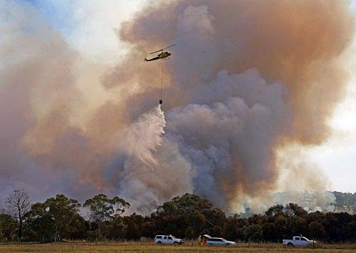 目击者称澳大利亚山火蔓延速度如疾驶的火车