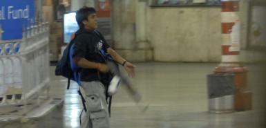 孟买袭击案嫌犯受审时大笑挑衅法官