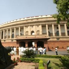 玩具直升机飞临印度国会大厦引恐慌(图)
