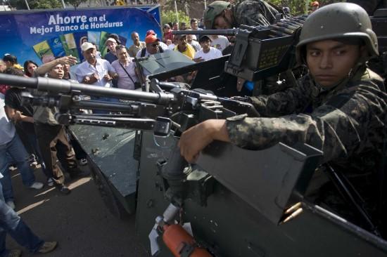 洪都拉斯军方完全控制首都切断与外界交通