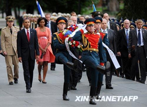 奥巴马首访俄罗斯花絮:第一夫人比拼衣着