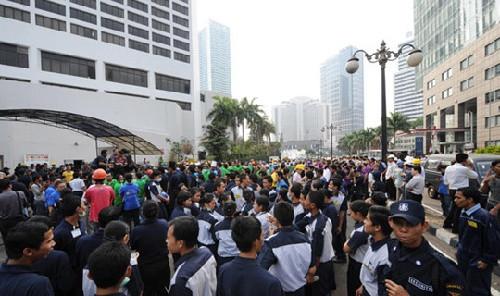 印尼强烈地震迫使约5000人撤离