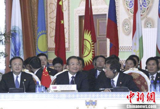 11月25日,中国总理温家宝在塔吉克斯坦首都杜尚别出席上海合作组织成员国第九次总理会议。中新社记者 周兆军 摄