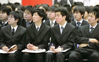 日本大学生正装参加招聘说明会