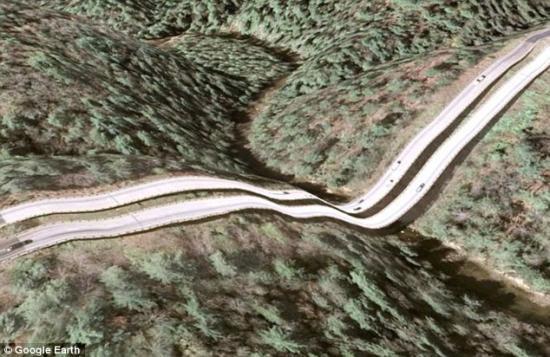 谷歌地球3D照片严重失真 金门大桥薄如纸片_