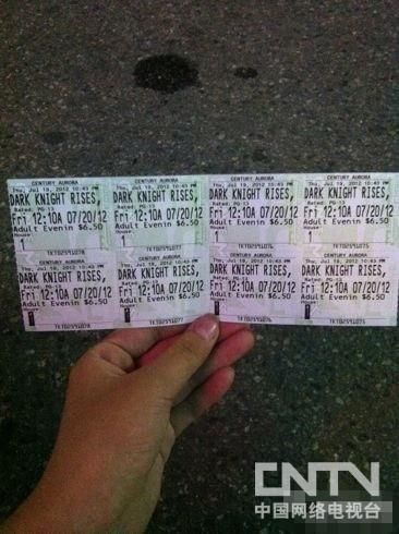 """""""小印""""和家人购买的《蝙蝠侠前传3:黑暗骑士崛起》的电影票"""
