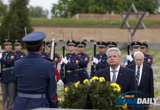 德国总统向捷克二战受害者纪念碑敬献花圈[1]-中国日报网