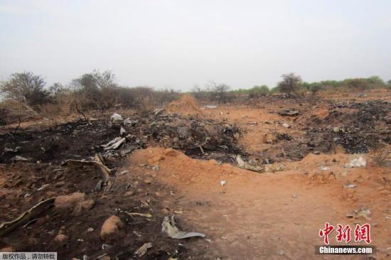 资料图:阿尔及利亚航空公司客机在西非国家马里境内坠毁后,飞机的一个黑匣子已经被找到,现场没有发现生还者。