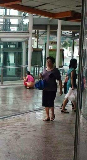 新加坡当街大便女子为当地人非中国人图