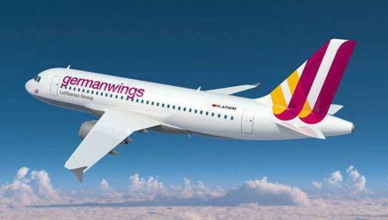德国之翼航空公司(Germanwings)一架空客A320在法国南部迪涅市附近的阿尔卑斯山脉坠毁。(资料图)   中国日报网3月24日电(小唐) 据英国广播公司报道,德国廉价航空公司德国之翼航空(Germanwings)一架空客A320在法国南部的阿尔卑斯山脉坠毁,机载乘客142名,另有机组人员6名。   德国之翼是德国汉莎航空公司旗下的子公司。坠毁客机当时正从西班牙巴塞罗那飞往德国杜塞尔多夫,该机型一般可载150人到180人。   (编辑:刘宇)   (原标题:德国航空一架客机在法国南部坠毁 机载14