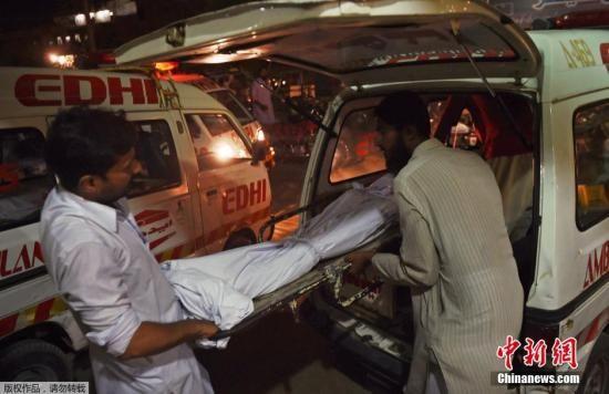 当地时间2015年6月21日,巴基斯坦高温肆虐,目前死亡人数已超过百人。卡拉奇最高温度达到45摄氏度,仅次于1979年创下的47度纪录。