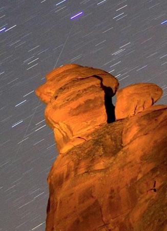 组图:双子座流星雨光顾美国