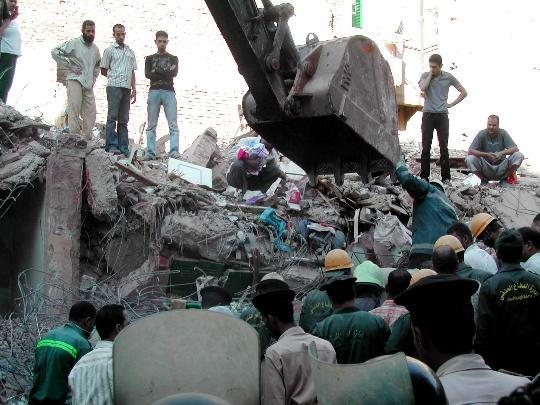埃及发生楼房倒塌事故11人死亡10人受伤(组图)