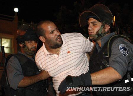 组图:以色列犹太人与阿拉伯人发生冲突