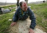图文:以军士兵向巴抗议民众发射橡皮子弹