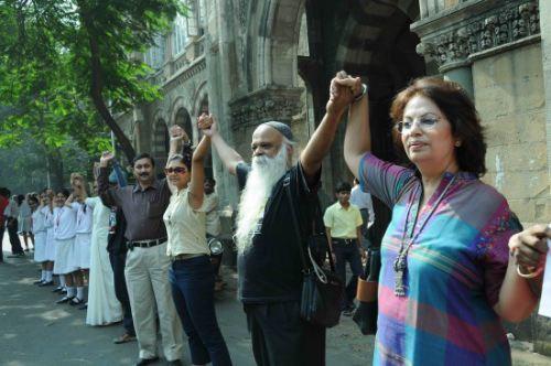 组图:孟买市民组人链反对恐怖主义