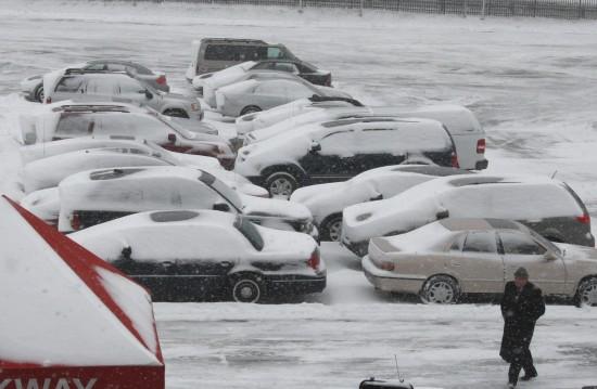 组图:美国东部遭受暴风雪袭击