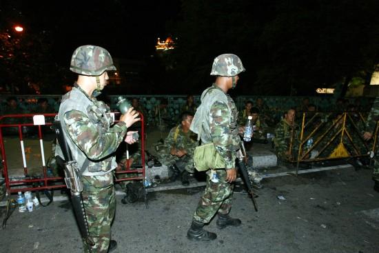 图文:泰国总理府外的士兵
