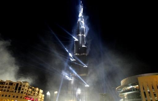 世界第一高楼迪拜塔正式启用确定高度为828米