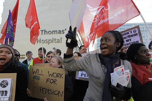 11月30日,英国爆发200多万人的大罢工。