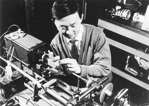 诺奖得主高锟等待数十年终获科学界最高荣誉