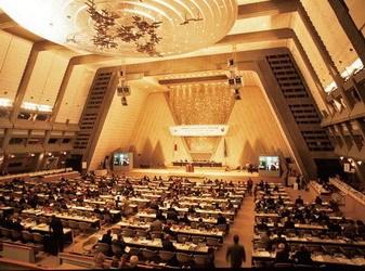 <div align=left>  1997 年,《联合国气候变化框架公约》第3 次缔约方会议(简称COP3)在日本京都举行,会议通过了《京都议定书》</div>