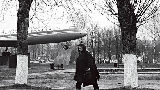 波兰总统专机坠毁现场探访:俄专家否认飞机问题