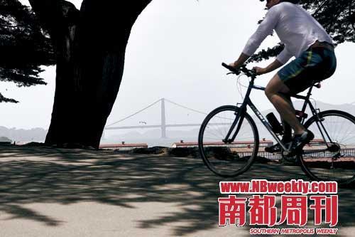 """而我们这些骑自行车的,也可以叫做""""观光骑车者""""."""