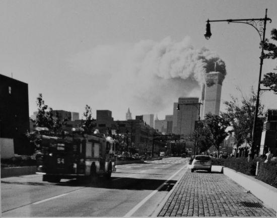 9・11当天克里斯托弗所在的54分队消防车前往现场。