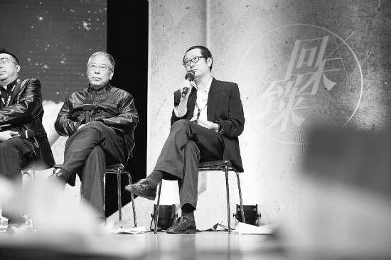 科幻作家王晋康(左一)和刘慈欣。 果壳网供图