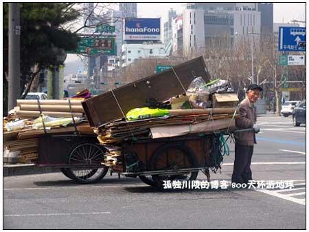 韩国街上的平板车