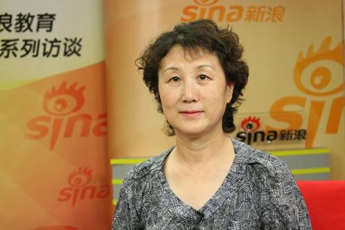 空军总医院营养科的专家刘东莉做客新浪谈考前营养饮食