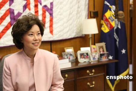 美国首位华裔部长赵小兰卸任前夕华盛顿劳工部接受本社记者专访时表示,奥巴马成为美国历史上第一位非洲裔总统,包括亚裔在内的所有有色族裔都应因此对未来感到更加乐观。