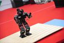 机器人出动吸引家长