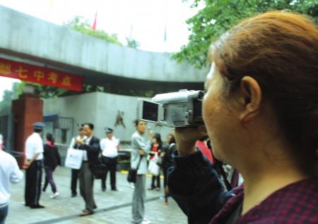 妈妈拍DV记录女儿高考摄影王迪