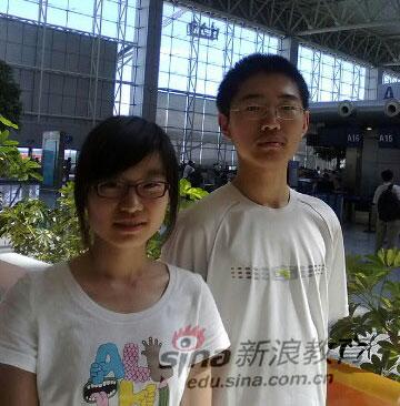 2010年吉林省理科并列状元(左起:程思佳 徐劲松)