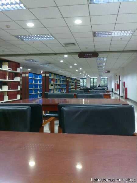 无人的图书馆(微博来源:yipee)