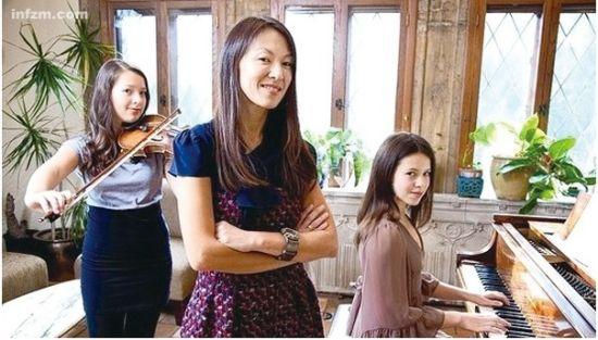 """""""虎妈""""蔡美儿和她的两个女儿(南方周末资料图)"""