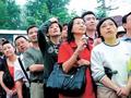 上海6.1万人细雨中开考