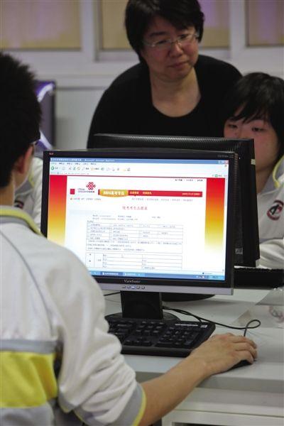 填报志愿前应随时关注拟报考高校的官网和拟报考高校的本科招生网。新京报记者 浦峰 摄