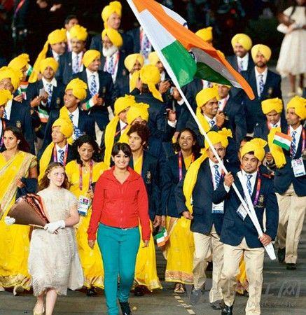 神秘红衣女子混入印度奥运代表团